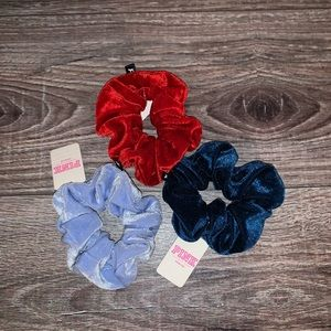 🌺VS PINK VELVET SCRUNCHIES🌺